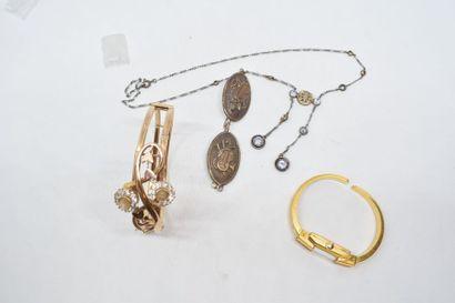 Lot de bijoux fantaisies comprenant collier,...