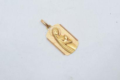 Pendentif en or jaune 18k (750) à l'effigie...