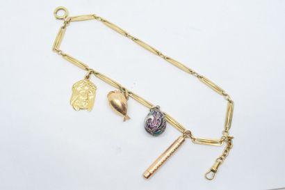 Chaîne gilletière montée en bracelet breloques...