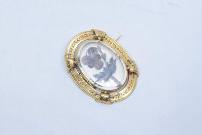 Broche ovale ajourée en or jaune 18k (750)...