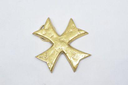 Croix en bronze pendentif. Dim. : 4.50x4.50...