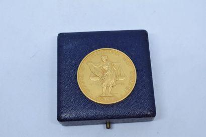 Médaille en or  Signée : F. PIOU  Avers :...
