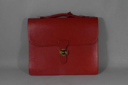 Cartable en cuir rouge sans marque apparente...