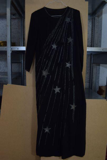 Robe longue en mousseline de soie noire rebrodée...