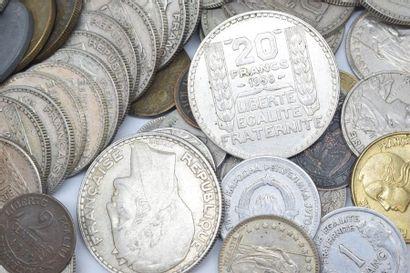 Lot de pièces en argent comprenant :  - 23...