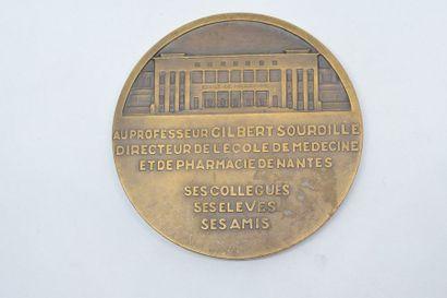 Médaille en bronze  Avers : PROFESSEUR GILBERT SOURDILLE. Profil gauche du professeur....