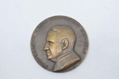Médaille en bronze.  Avers : PROFESSEUR LEON...