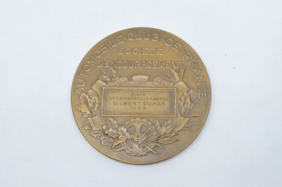 Médaille en bronze (corne d'abondance).  Avers : Allégorie dans un char, dans les...