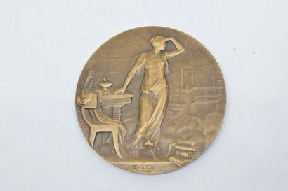 Médaille en bronze (corne d'abondance).  Avers : CENTENAIRE DE L'ACADEMIE DE MEDECINE...