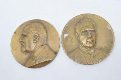 Lot de deux médailles en bronze comprenant...
