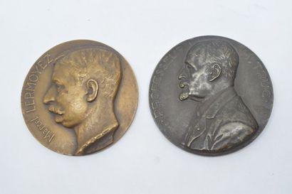 Lot de deux médailles comprenant :  - Une médaille en cuivre  Avers : PROFESSEUR...