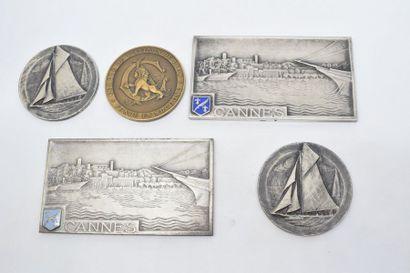 Lot de cinq médaille en bronze comprenant...