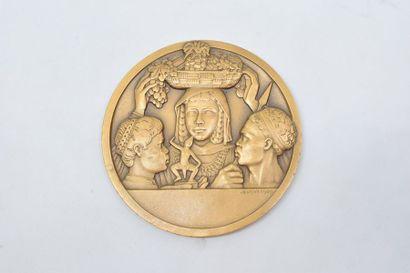 [ ARTHUS BERTRAND ]  Médaille en bronze doré...