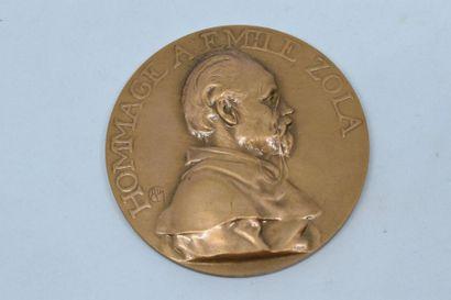 Médaille en bronze (corne d'abondance).  Avers : HOMMAGE A EMILE ZOLA, buste de...