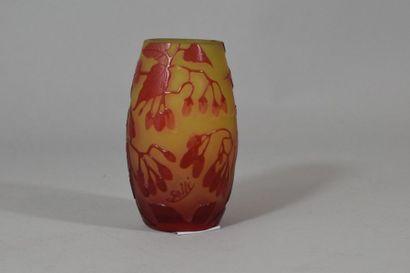 GALLE  Vase en pate de verre multicouche...