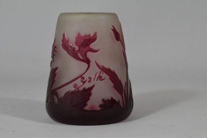 GALLE  Vase tronconique en pate de verre...