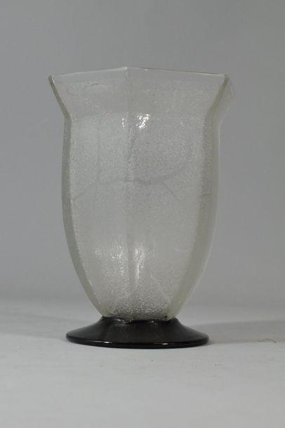 DAUM Nancy France  Vase en verre gravé sur...