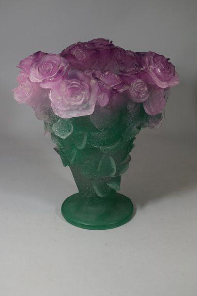 DAUM France  Vase en pâte de cristal rose...