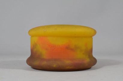 Bonbonnière en verre marmoréen orange et...