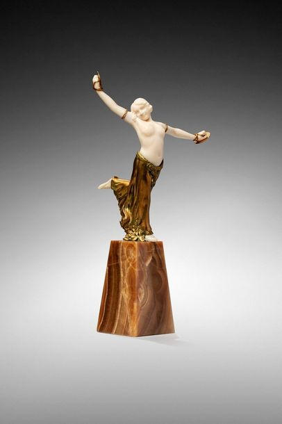 L. BARTHELEMY  « Danseuse aux cymbales ».  Chryséléphantine à buste, bras, tête...
