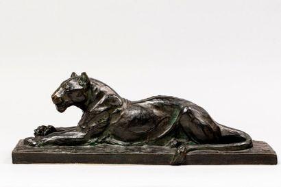PROST Maurice, 1894-1967  Lionne couchée...
