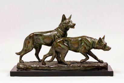 RICHÉ Louis, 1877-1949  Deux chiens de berger...