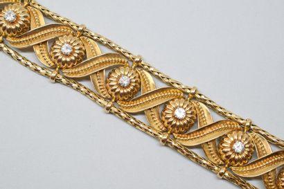 Bracelet ruban souple en or jaune 18K(750) et platine formé d'une torsade à deux...