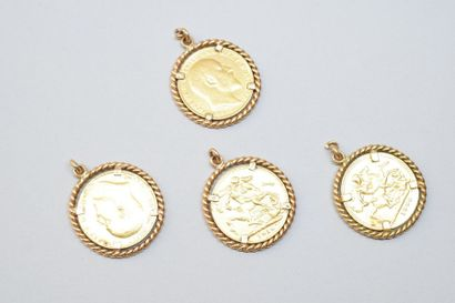 Quatre pendentifs en or jaune 18K (750) ornés...
