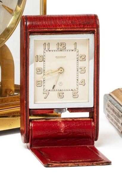 JAEGER LECOULTRE  Pendulette « Clic clac » avec fonction alarme.  Boitier cuir bordeaux...
