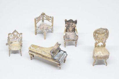 Mobilier miniature en argent (800) composé...