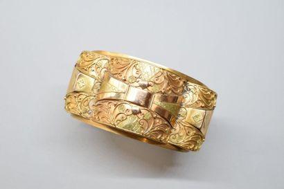 Bracelet rigide ouvrant en ors de couleurs...