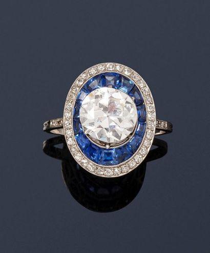Bague en platine ornée d'un diamant demi...