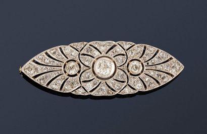Broche navette en or gris 18K (750) à motifs...