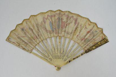 Gloire à Minerve  Eventail, la feuille en soie peinte à la gouache pailletée, chenillée....