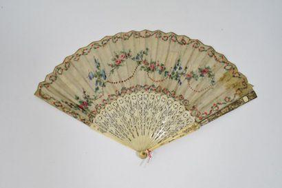 Le picador (2)  Eventail, la feuille en soie gravée, rehaussée à la gouache et pailletée,...