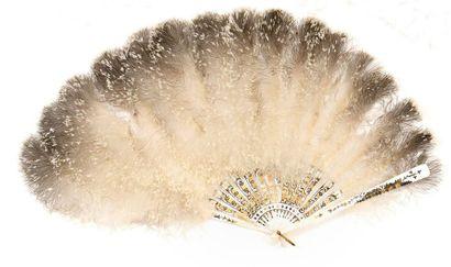 Eventail assymétrique en plumes de marabout...