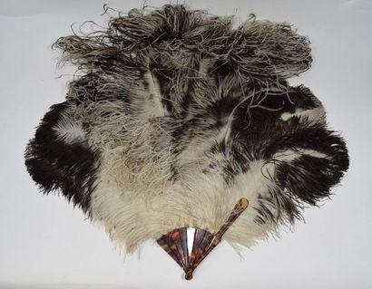 Eventail en plumes d'autruches fémina naturelles....