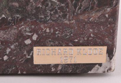 KLODE, Richard (1941-) Sans titre Bronze à patine brune Signé et daté sur la base:...