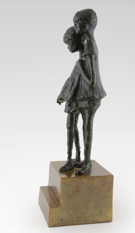 WINANT, Alice (1928-1989) Deux garçons Bronze à patine sombre sur socle en bronze...