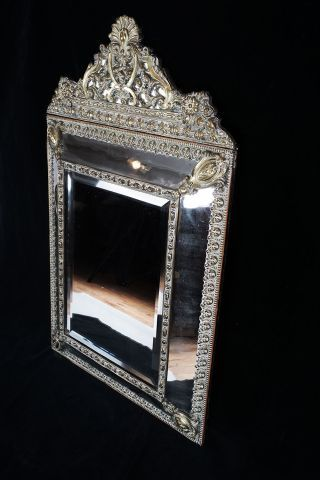 Miroir àparclose en laiton doré estampé,au...