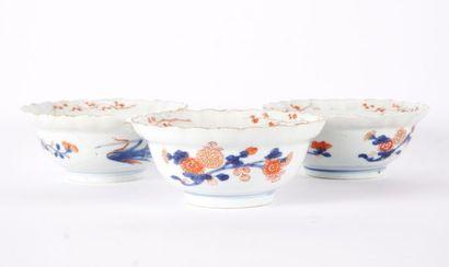 Ensemble de 3 bols en porcelaine dit « Imari...