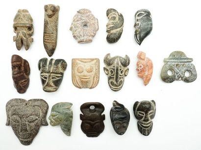 Ensemble de 16 pendentifs archaïsants en...
