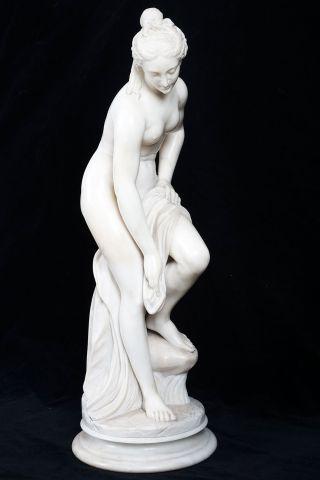 Statue de marbre blanc,Vénus au bain, ou...
