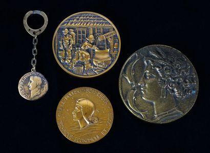 Lot de 3 Médailles en bronze, 'France', 1962,...