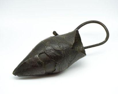 Feuille de lotus en bronze.  Japon, vers...