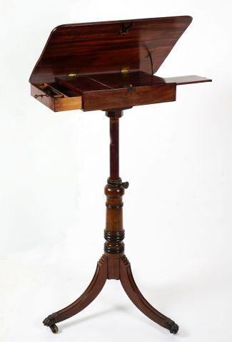 Table d'appoint formant lutrin, avec plateau...