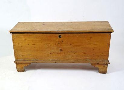 Coffre en bois naturel, serrure ancienne....