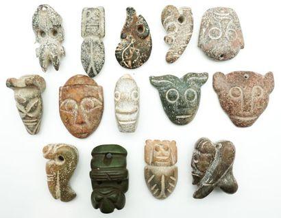 Ensemble de 14 pendentifs archaïsants en...
