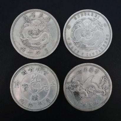 Ensemble de quatre grandes médailles dragon...