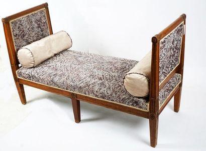 Lit de repos en bois naturel, repose sur...